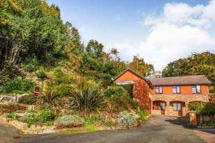 4 Bedrooms Detached House for sale in Hunters Way, Uckfield, East Sussex