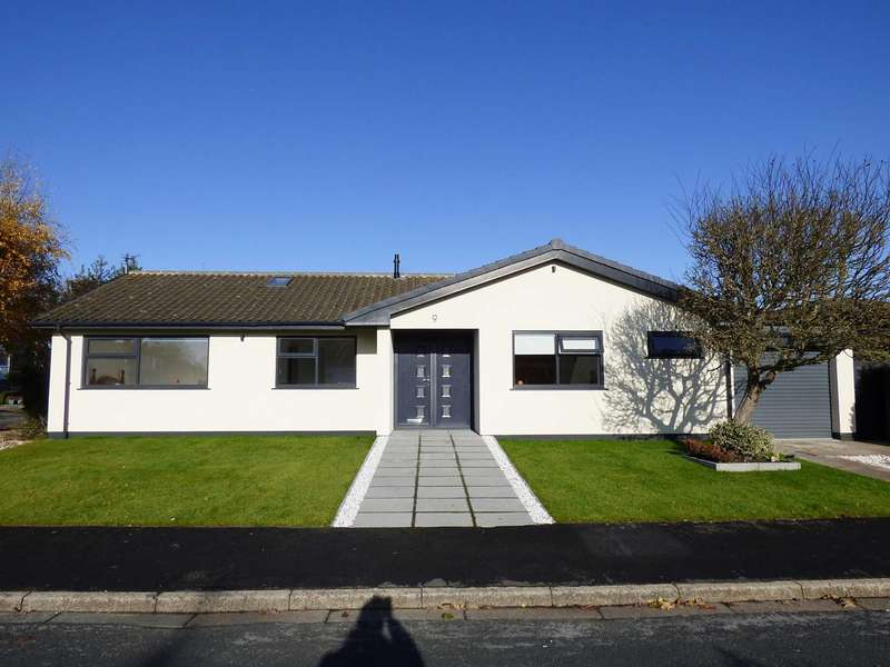 4 Bedrooms Detached Bungalow for sale in Brompton Close, West Park, Lytham.