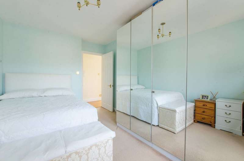 2 Bedrooms Flat for sale in Paxton Road, Forest Hill, SE23