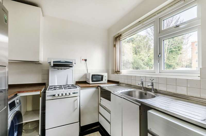 1 Bedroom Flat for sale in Heathedge, Sydenham Hill, SE26