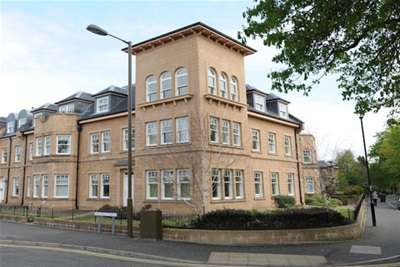 3 Bedrooms Penthouse Flat for rent in Victoria Place, Stirling