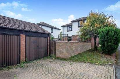 4 Bedrooms Detached House for sale in Ardwell Lane, Greenleys, Milton Keynes, Buckinghamshire