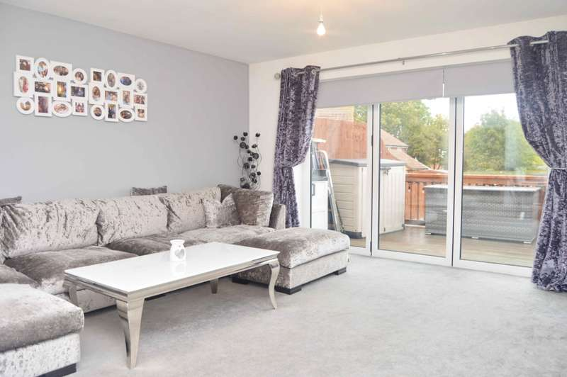 3 Bedrooms Terraced House for sale in Mill Road, Aveley
