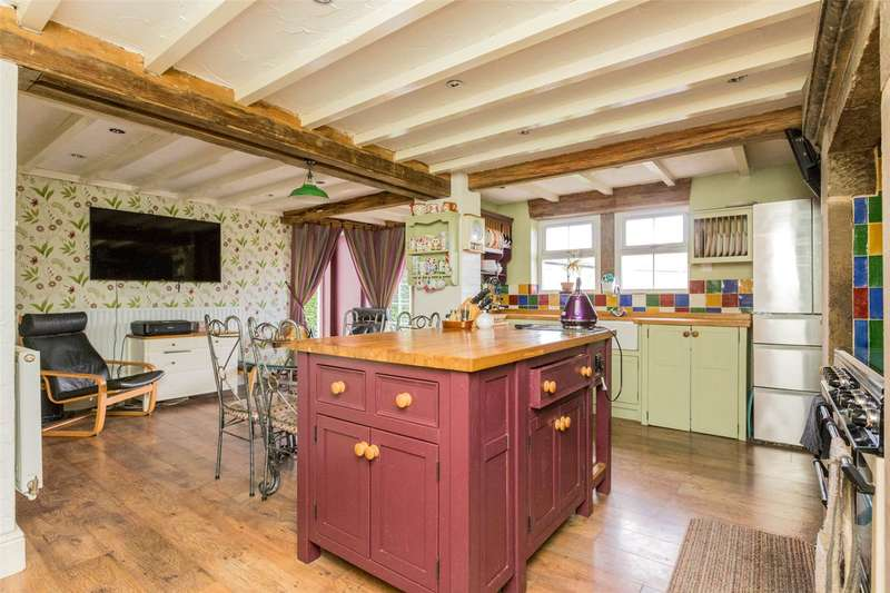 4 Bedrooms Detached House for sale in Wheel Lane, Grenoside, Sheffield, South Yorkshire, S35
