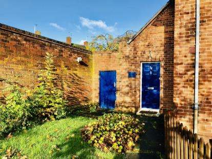 2 Bedrooms Flat for sale in Crabwall Place, Blacon, Chester, Cheshire, CH1