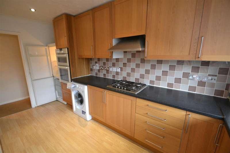 2 Bedrooms Maisonette Flat for rent in Chapel Road, Smallfield, Horley