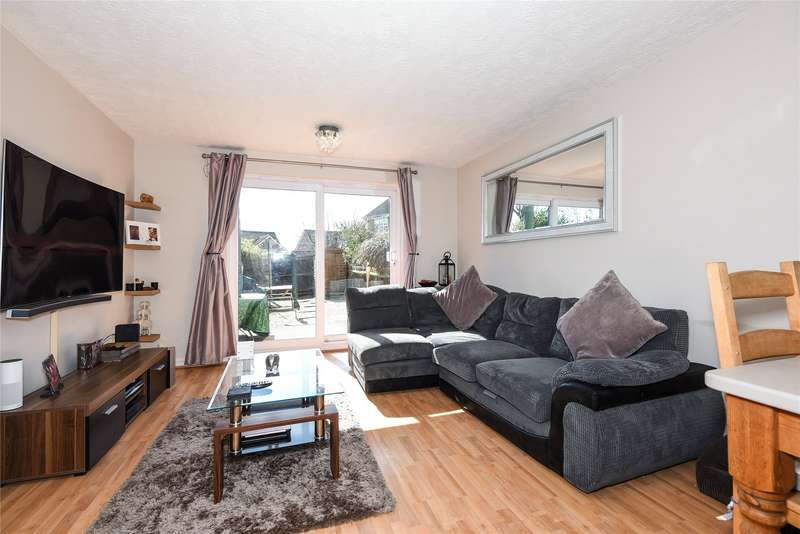 2 Bedrooms Terraced House for rent in Picton Close, Camberley, Surrey, GU15