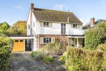 3 Bedrooms Detached House for sale in Hollydale Drive, Bromley