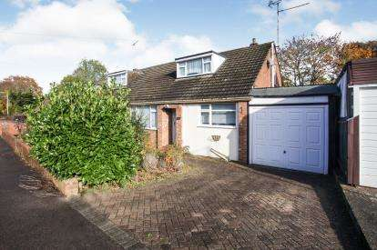 2 Bedrooms Bungalow for sale in Saywell Road, Luton, Bedfordshire, England