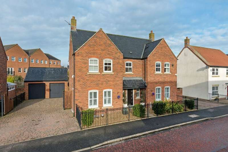 4 Bedrooms Detached House for sale in Halton Way, Great Park, Newcastle Upon Tyne, NE3