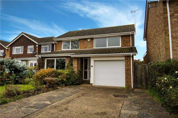 3 Bedrooms Detached House for sale in Squirrels Way, Earley, Reading