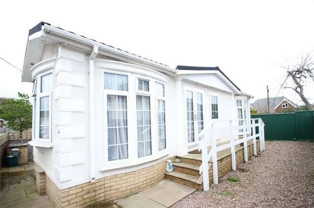1 Bedroom Park Home Mobile Home for sale in Fairoaks Residential Park, Aldershot Road, GUILDFORD, Surrey