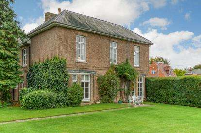 6 Bedrooms Detached House for sale in High Street, Great Barford, Bedford, Bedfordshire