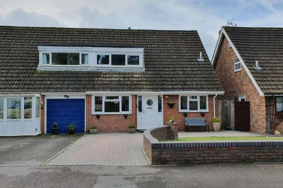 3 Bedrooms Detached House for sale in Kingscote Road, Cowplain, Waterlooville