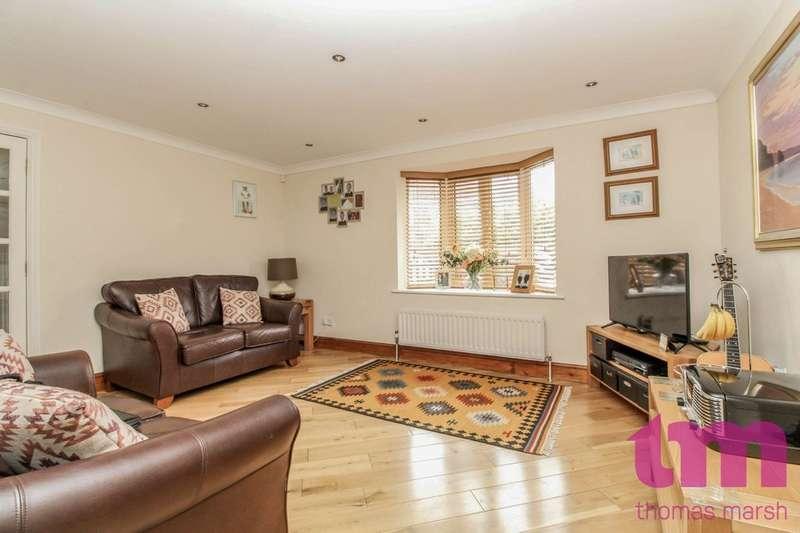 3 Bedrooms Detached House for sale in Poplar Close, South Ockendon