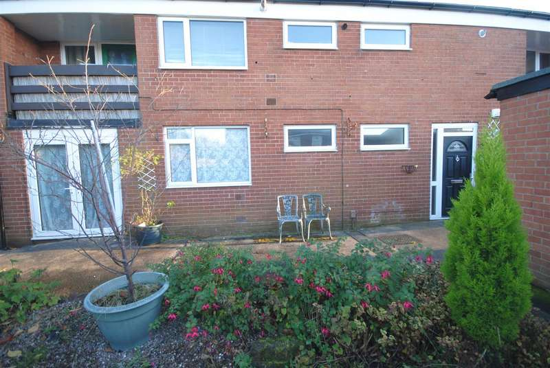 3 Bedrooms Flat for sale in Hilton Place, Aspull, Wigan