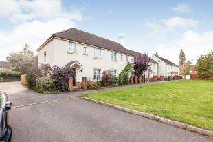 3 Bedrooms Semi Detached House for sale in Trist Way, Ifield Green, Crawley, West Sussex