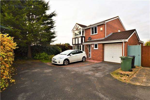 4 Bedrooms Detached House for sale in The Leaze, Yate, BS37 5XJ