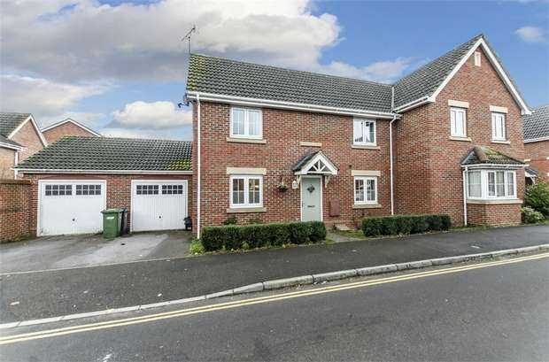 3 Bedrooms Semi Detached House for sale in Argosy Crescent, Lakeside, EASTLEIGH, Hampshire