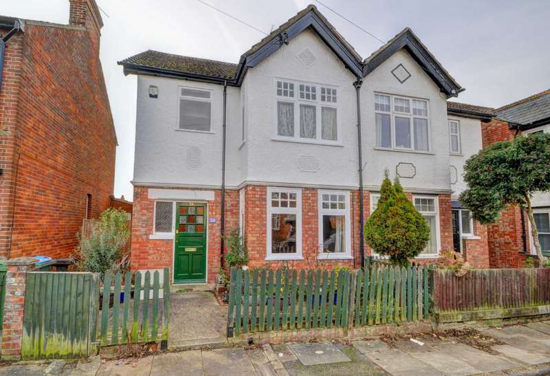 3 Bedrooms Semi Detached House for sale in Central Aylesbury - Walking distance to Town Centre