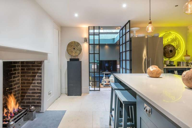 5 Bedrooms End Of Terrace House for sale in Bow Road, Bow, E3