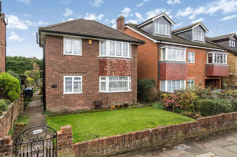2 Bedrooms Maisonette Flat for sale in Moor Lane, Chessington, Surrey, KT9
