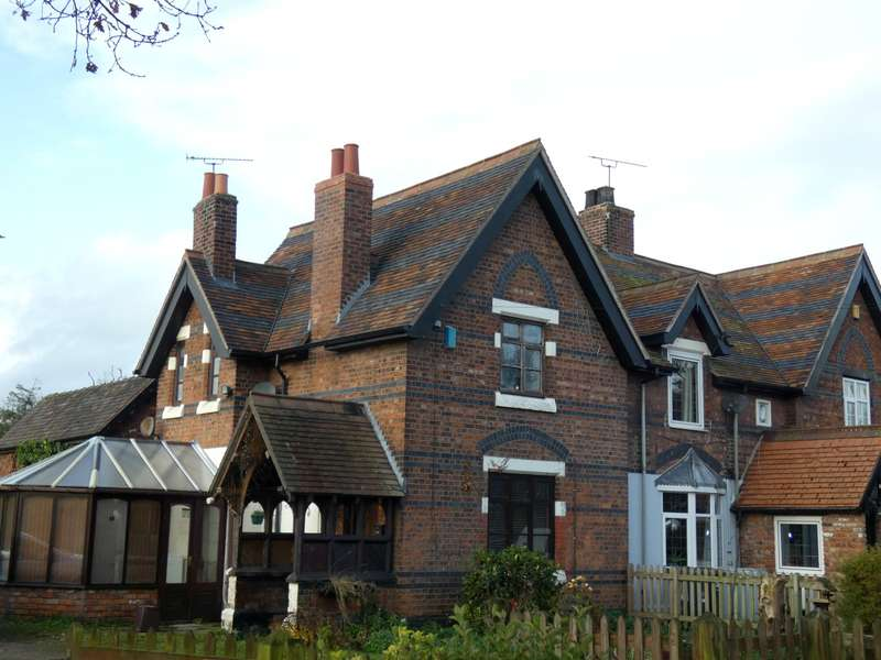 2 Bedrooms Cottage House for rent in Warmingham Road, Crewe