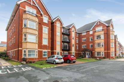 2 Bedrooms Flat for sale in Clifton Drive South, Lytham St. Annes, Lancashire, FY8