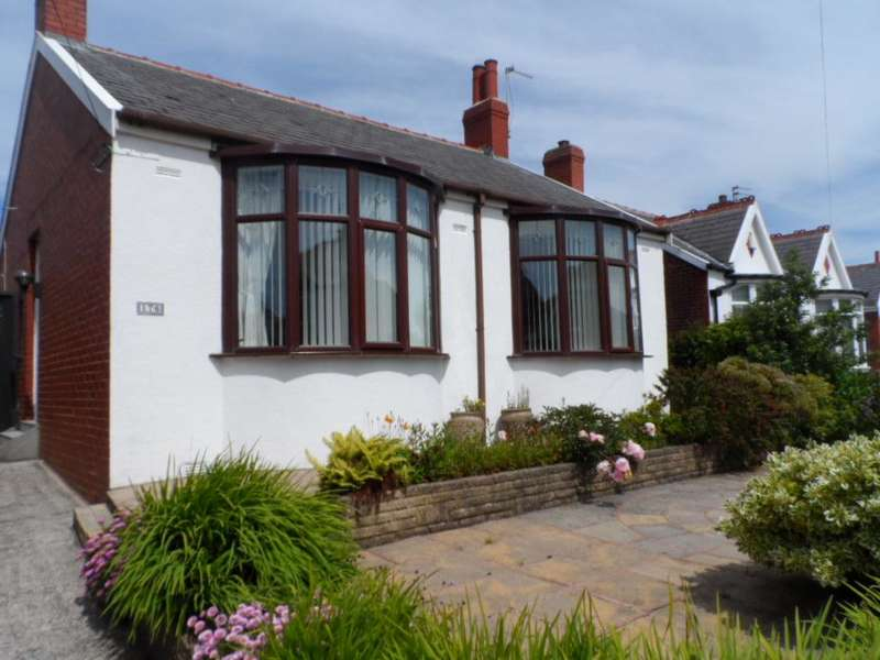 2 Bedrooms Detached Bungalow for sale in Preston Old Road, Blackpool, FY3 9QY