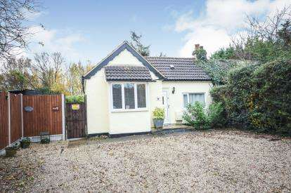 3 Bedrooms Bungalow for sale in Basildon, Essex