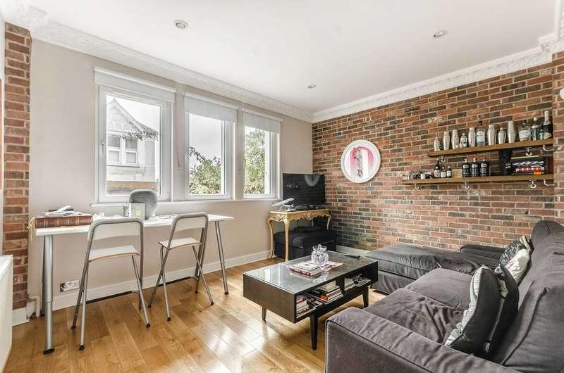 2 Bedrooms Maisonette Flat for sale in Blakenham Road, SW17, Tooting, SW17