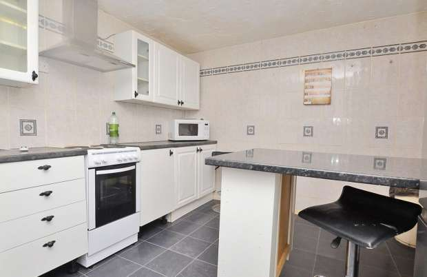 4 Bedrooms Flat for sale in Somers Road, Hampshire, PO5 4PR