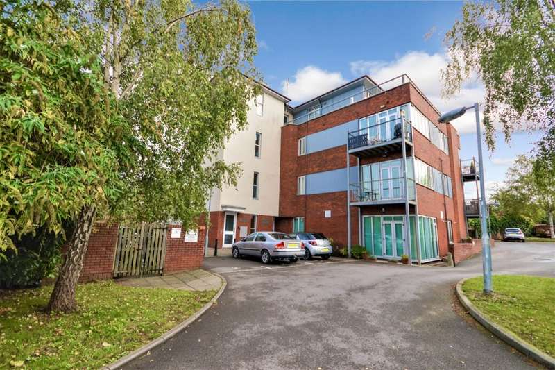 1 Bedroom Flat for sale in Savoy Close, Andover, SP10