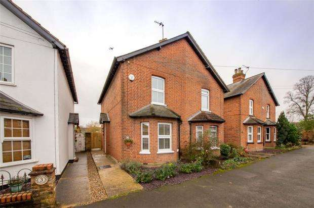 3 Bedrooms Semi Detached House for sale in Almond Road, Burnham, Slough