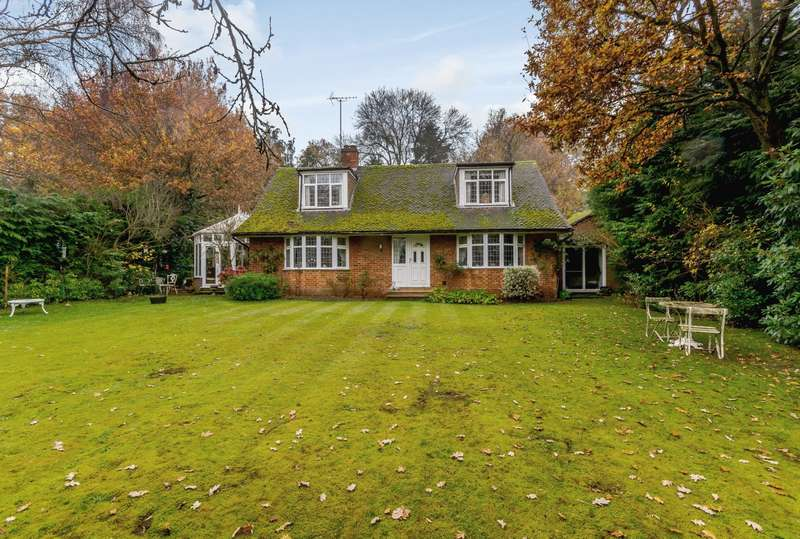 3 Bedrooms House for sale in Anningsley Park, Ottershaw, KT16