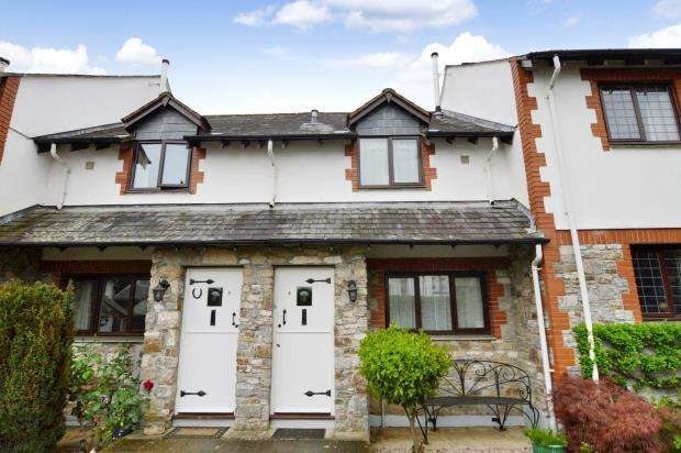 2 Bedrooms Terraced House for sale in Kingcome Court, Fore Street, Buckfastleigh, Devon