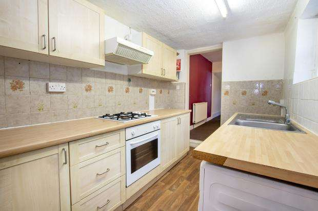 3 Bedrooms Terraced House for sale in Cumberland Road, Reading, Berkshire