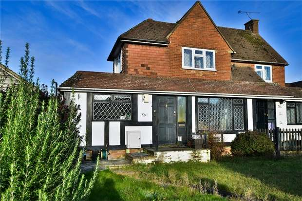 3 Bedrooms Flat for sale in Hillside Close, Chalfont St Peter