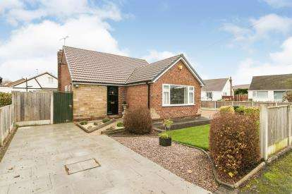 3 Bedrooms Bungalow for sale in Elgin Close, Vicars Cross, Chester, Cheshire, CH3