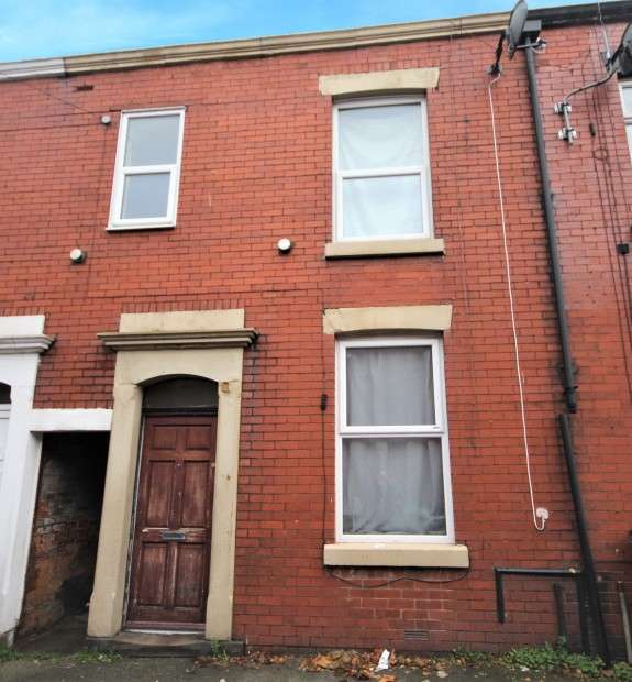 3 Bedrooms Terraced House for sale in Chester Road, Preston, PR1