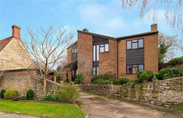 4 Bedrooms Detached House for sale in Church Road, Stevington, Bedford