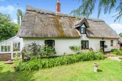 3 Bedrooms Detached House for sale in Thompson, Thetford