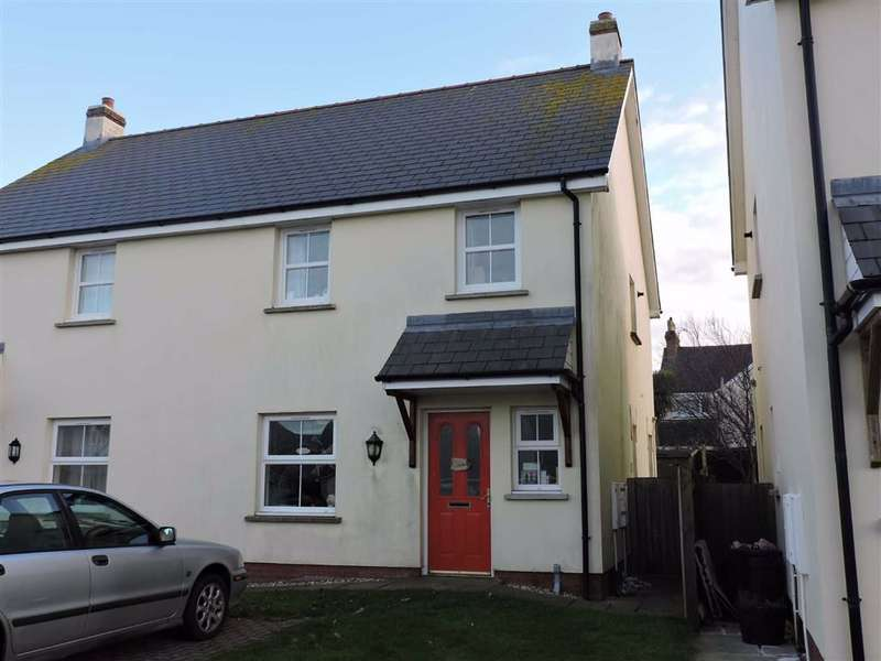 3 Bedrooms Semi Detached House for sale in Maes Waldo, Fishguard