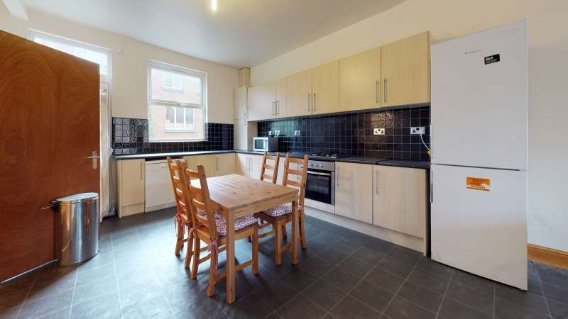 7 Bedrooms Terraced House for rent in Richmond Avenue, Hyde Park, Leeds