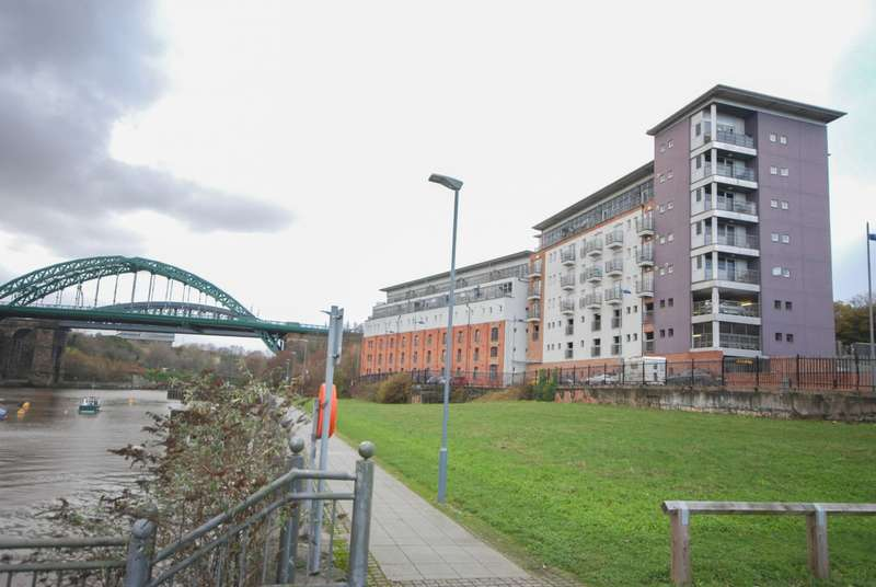 2 Bedrooms Apartment Flat for sale in Bonners Raff, St Peters Riverside