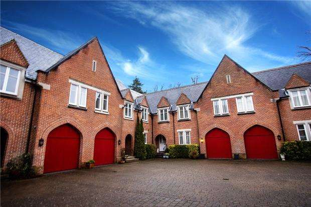 3 Bedrooms Terraced House for sale in Connolly Court, Holloway Drive, Virginia Water