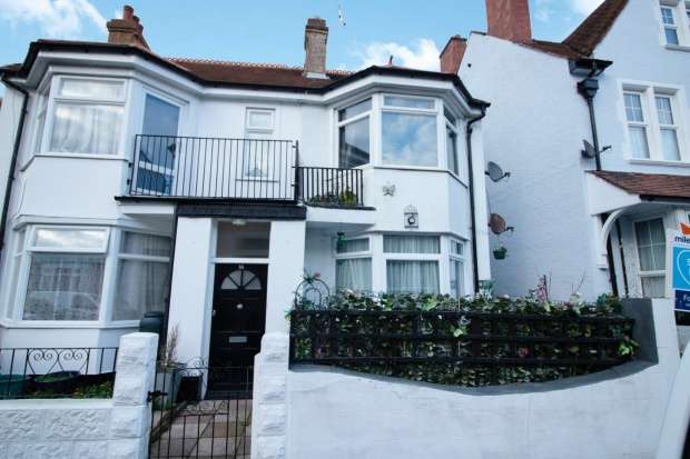 2 Bedrooms Apartment Flat for sale in St. Pauls Road, Margate, Kent, CT9 2DB