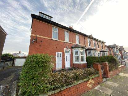 1 Bedroom Flat for sale in Vernon Avenue, Blackpool, Lancashire, FY3