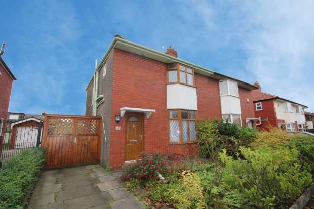 3 Bedrooms Semi Detached House for sale in Lowthorpe Crescent, Preston, PR1
