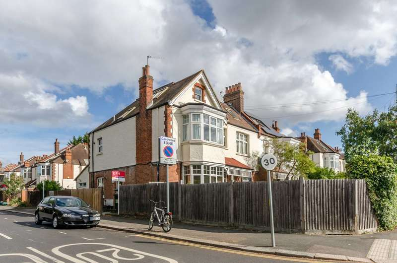 2 Bedrooms Flat for sale in Cambridge Road, West Wimbledon, SW20